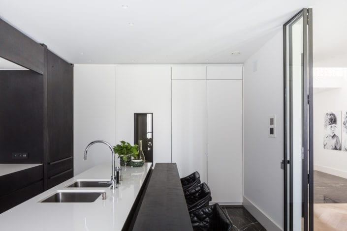 Black & white countertop